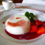 Panna cotta with strawberry balsamic vinegar sauce